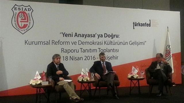 """""""Yeni Anayasa'ya Doğru"""" Raporu Eskişehir'de Tanıtıldı"""